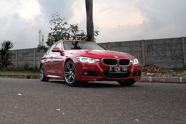 Mencoba BMW 330i M Sport di Indonesia